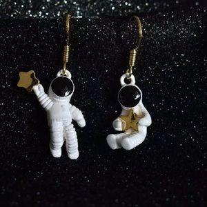 Dangle astronaut earrings small cute star new